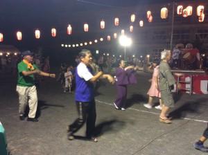 今年は踊りの輪が二重になりました。