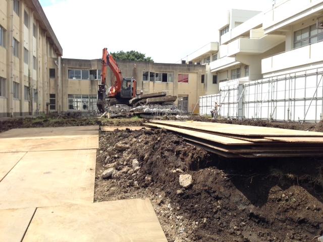 旧小学校の中庭(ここは駐車場予定地です。)