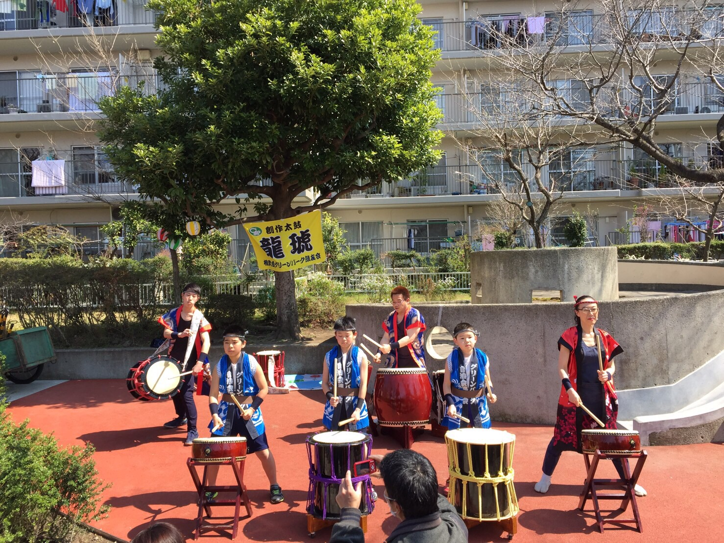 太鼓のグループの演奏もありました。
