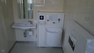06多目的トイレ内