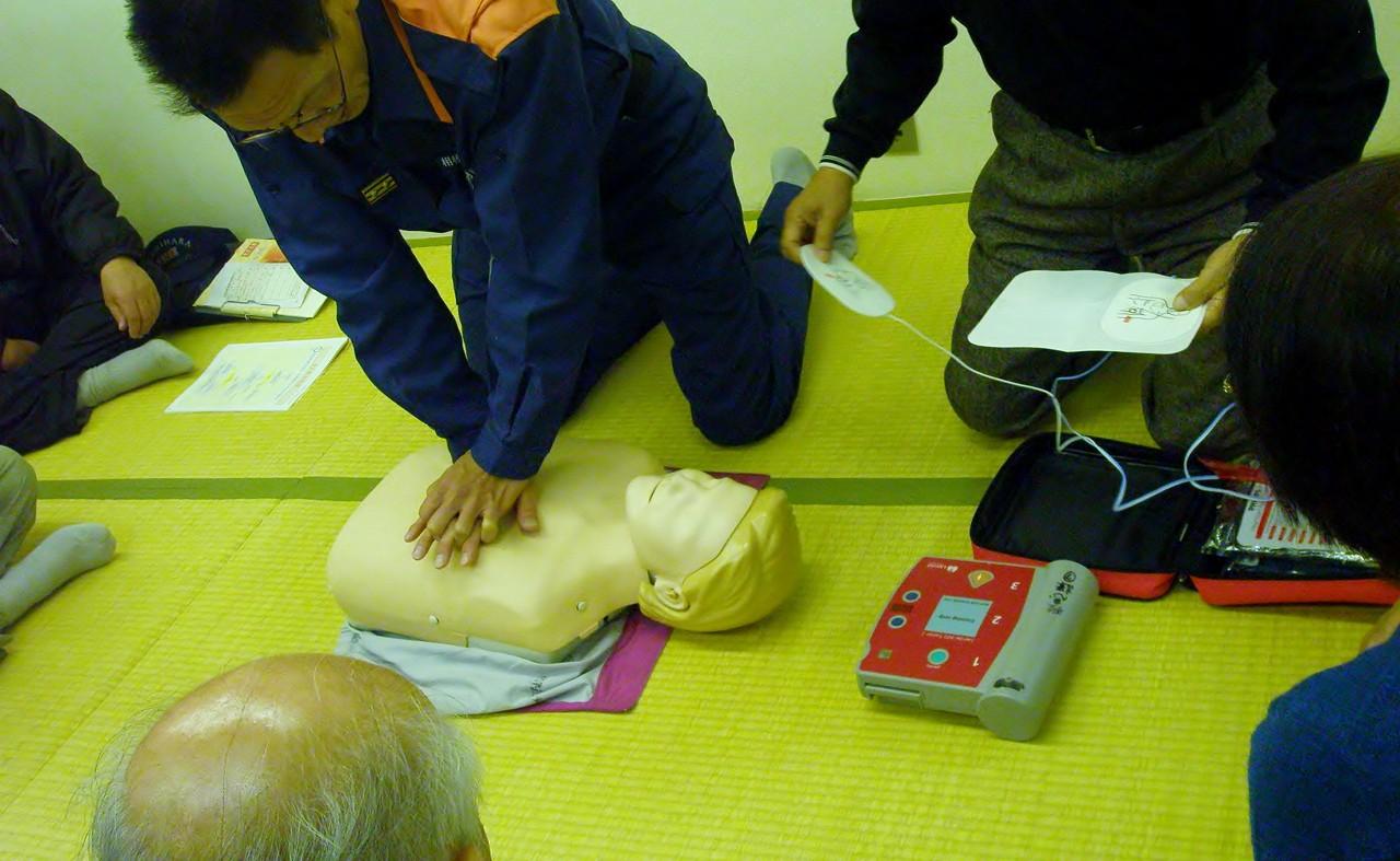 人形を使ったAEDの利用訓練